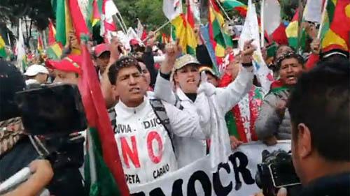 -Marchistas-de-Konani-llegan-al-TSE-y-exigen-la-renuncia-de-todos-los-vocales