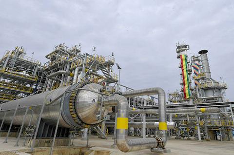 La-planta-de-urea-opera-en-un-100%-y-YPFB-garantiza-nominaciones-para-la-exportacion