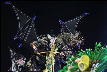 Tribuna,-el-Carnaval-sirve-de-escenario-politico