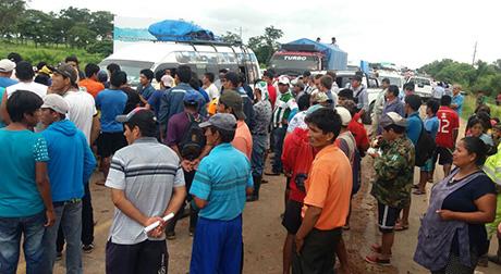 Pobladores-de-Pailas-bloquean-la-ruta-debido-a-las-inundaciones