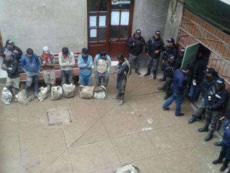 Policia-detiene-a-31-ladrones-de-minerales