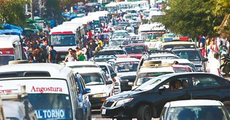 La-capital-crucena-concentra-el-58.9%-de-todos-los-vehiculos-que-circulan-en-el-departamento