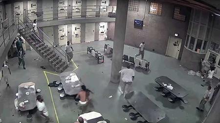 Camara-de-seguridad-registra-enfrentamiento-entre-reos-de-una-prision-de-maxima-seguridad