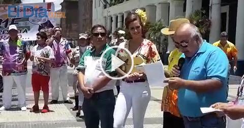 Comparsas-pregonan-sus-bandos-carnavaleros