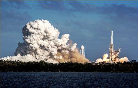 En-orbita-primer--automovil--electrico-espacial