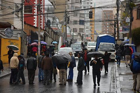 Choferes-bloquean-la-ciudad-de-La-Paz-en-rechazo-a-mas-buses-Pumakatari