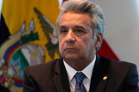 Falta-de-acceso-para-silla-de-ruedas,-obliga-al-presidente-de-Ecuador-a-ingresar-por-la-puerta-trasera
