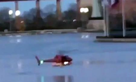 Un-helicoptero-se-precipita-en-el-rio-de-Nueva-York-y-mueren-5-pasajeros-