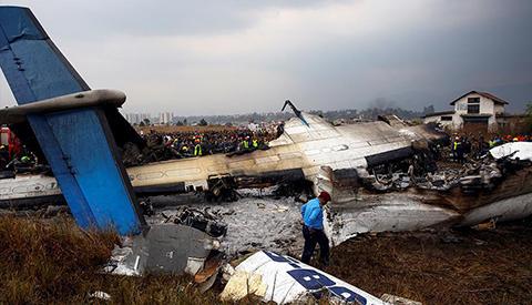 Al-menos-49-muertos-en-accidente-de-avion-en-Nepal