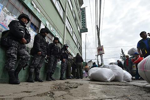 Adepcoca-amanecio-resguardada-por-policias-ante-anuncio-de-movilizaciones
