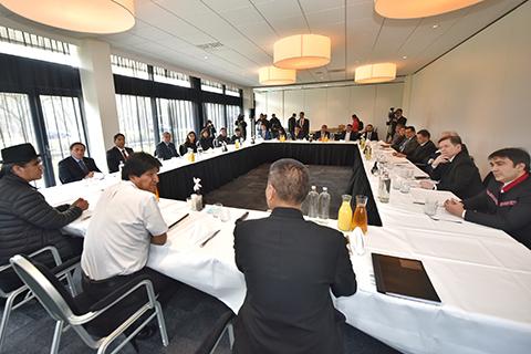 Morales-se-reune-con-equipo-juridico-boliviano-en-La-Haya-por-demanda-maritima