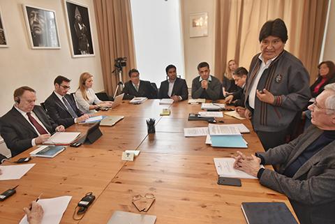 Evo-Morales-destaca-trabajo-de-equipo-juridico-internacional-en-La-Haya