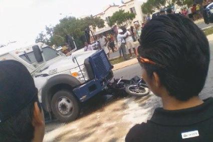 Fallece-nino-que-viajaba-en-la-moto-que-fue-arrollada-por-un-camion