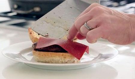 Slice-of-Sauce-es-ketchup-en-lonchas,-una-nueva-tendencia-en-gastronomia