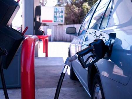 Ejecutivos-de-YPFB-informan-que-en-3-dias-comercializaron-150-mil-litros-de-gasolina-Super-91