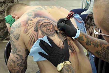 Las-celulas-de-la-piel-se--comen--los-tatuajes