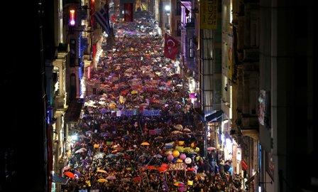 Mujeres-toman-las-calles,-demandas-se-centran-en-equidad-y-acceso-a-justicia
