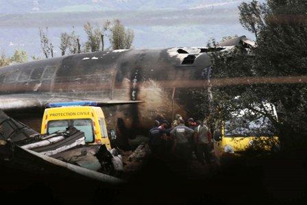 257-muertos-al-estrellarse-avion-militar