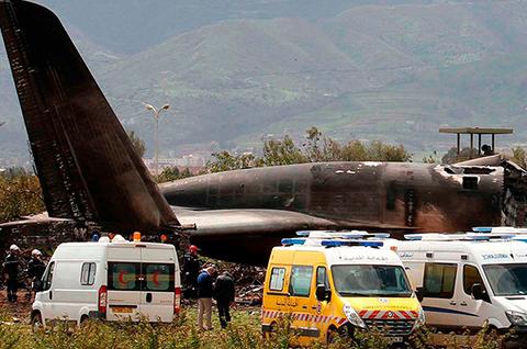 Mueren-al-menos-257-militares-al-estrellarse-un-avion-en-Argelia