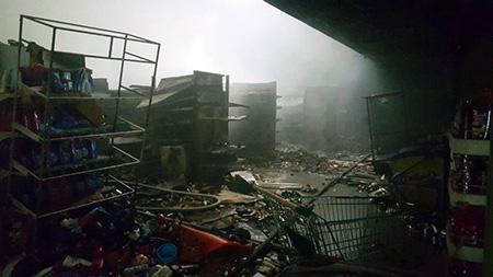 Bomberos-emite-su-informe-sobre-el-incendio-al-supermercado-Fidalga