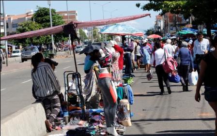 Ambulantes-toman-calles-de-La-Ramada