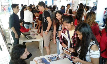 Feria-de-empleos-en-la-Rene-Moreno-