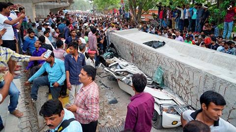 India:-16-personas-murieron-aplastadas-tras-el-desplome-de-un-puente