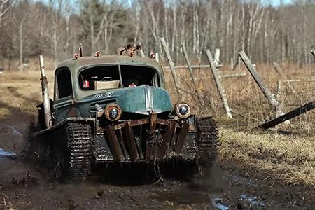 Un-aficionado-construye-su-propio--Tankenstein--combinando-una-vieja-camioneta-y-un-tanque-de-la-Segunda-Guerra-Mundial