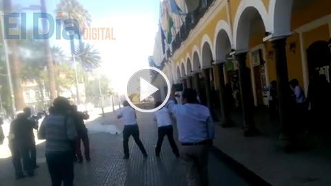 Policia-gasifica-a-estudiantes-de-UMSS-que-piden-justicia-por-muerte-de-Jonathan