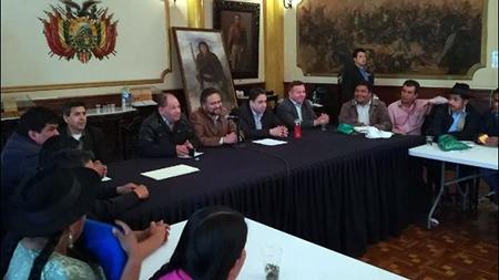 Autoridades-de-gobierno-y-de-Chuquisaca-logran-un-preacuerdo-por-Incahuasi
