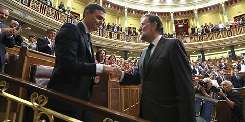 Pedro-Sanchez,-presidente-del-Gobierno-espanol-tras-ganar-la-mocion-de-censura-a-Rajoy