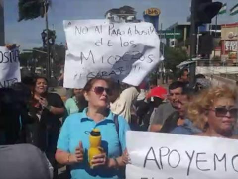 Vecinos-marchan-en-El-Cristo-en-contra-del-bloqueo-de-transportistas