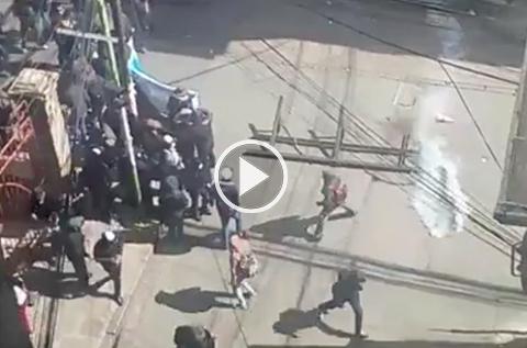 Universitarios-de-la-UPEA-y-policias-se-enfrentan;-hay-detenidos-y-heridos