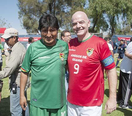 El-presidente-Morales-adelanta-que-Bolivia-sera-sede-del-Mundial-de-futbol-femenino-el-2025