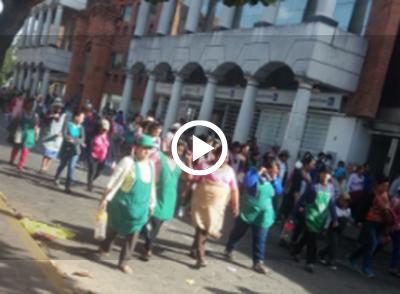 Gremiales-marchan-pidiendo-mas-lineas-en-el-nuevo-mercado-Los-Pozos