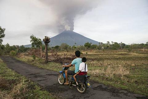 Reabren-aeropuerto-de-Bali-tras-erupcion-del-volcan-Monte-Agung