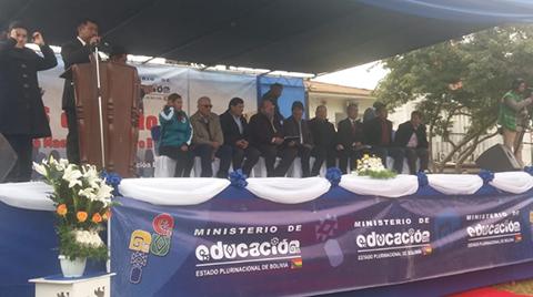 Evo-Morales-y-Carlos-Romero-asisten-a-acto-de-distincion-a-maestros-en-el--Enrique-Finot-