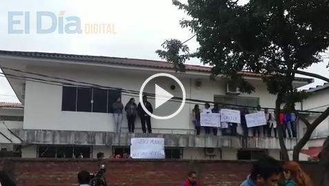 Medicos-del-Oncologico-protestan-en-acto-donde-asiste-Evo-Morales