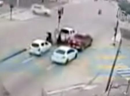 Camaras-de-seguridad-registran-el-momento-cuando-acribillan-a-un-hombre