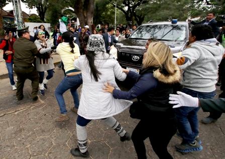 Protestas-a-Evo-por-21F-y-atencion-al-Oncologico