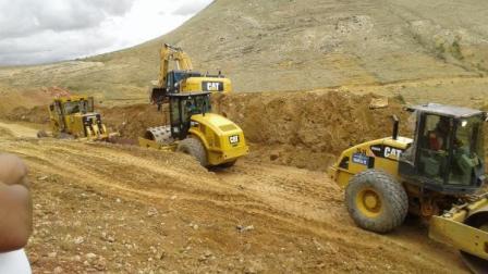 Construyen-casetas-de--parada-en-carretera-Oruro