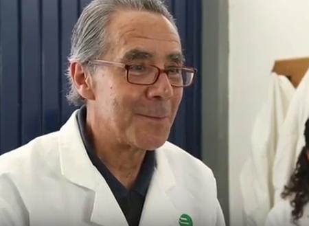 Mexicano-crea-un-antibiotico-con-piel-de-rana-que-cura-infecciones-en-vacas