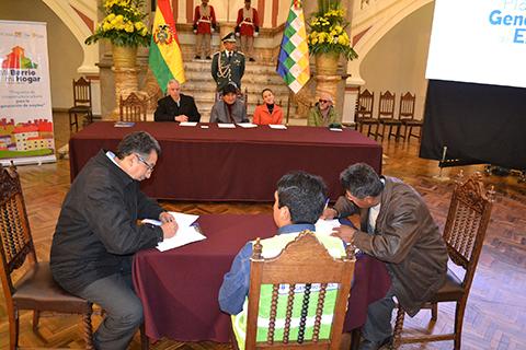 Evo-participa-en-firma-de-primeros-22-contratos-del--Fondo-Concursable-Mi-Barrio,-Mi-hogar-