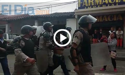 Nuevo-enfrentamiento-entre-gendarmes-y-comerciantes-de-La-Ramada-deja-varios-heridos-y-detenidos