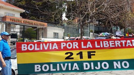Presidente-Morales:-Colectivos-21F-son-4-a-5-disfrazados