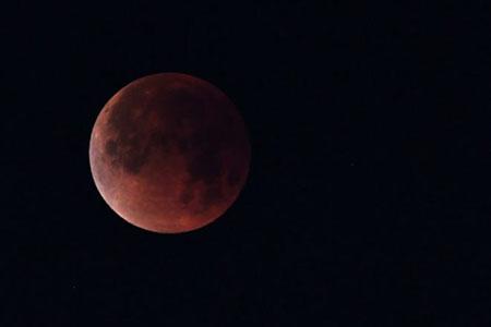 -La-Luna-y-Marte-ofrecen-un-espectaculo-el-viernes