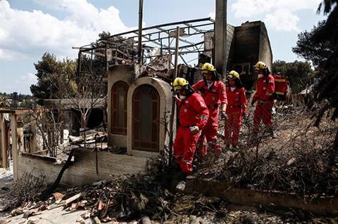 Grecia:-Familiares-buscan-a-los-desaparecidos-en-la-morgue