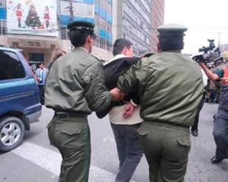 Policia-aprehende-en-La-Paz-a-avezado-atracador-por-portar-cedulas-de-identidad-de-Peru-y-Bolivia