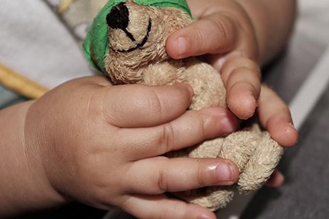 Policia-encuentra-y-devuelve-a-nina-de-cuatro-anos-extraviada-en-Cochabamba