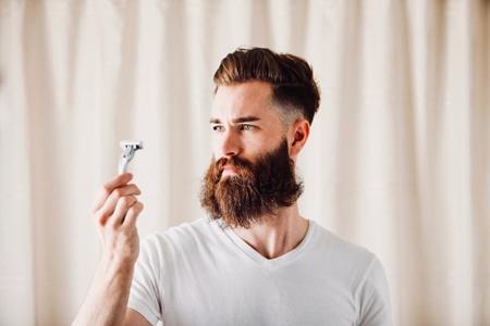 ¿Por-que-elegimos-llevar-barba?-La-tendencia-maxima-entre-hombres-golpea-a-la-industria-del-afeitado